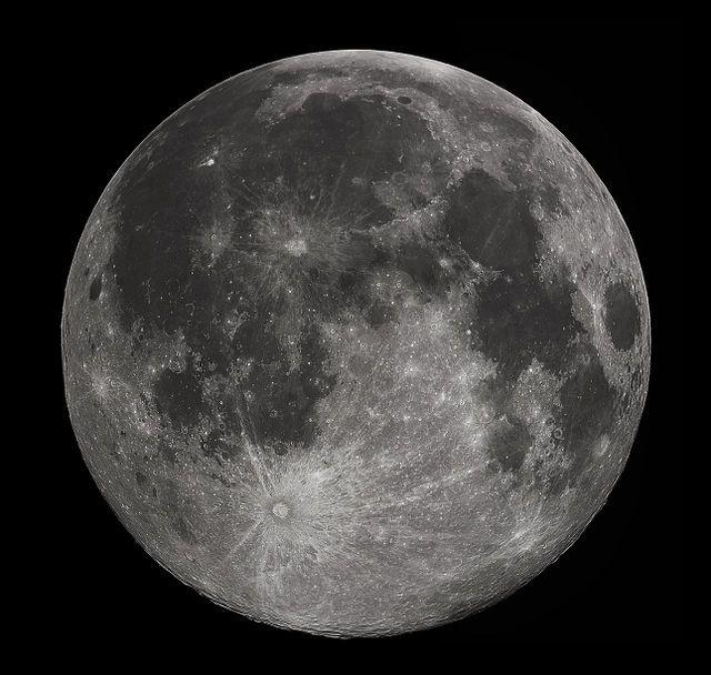 انعكاسات سطح القمر