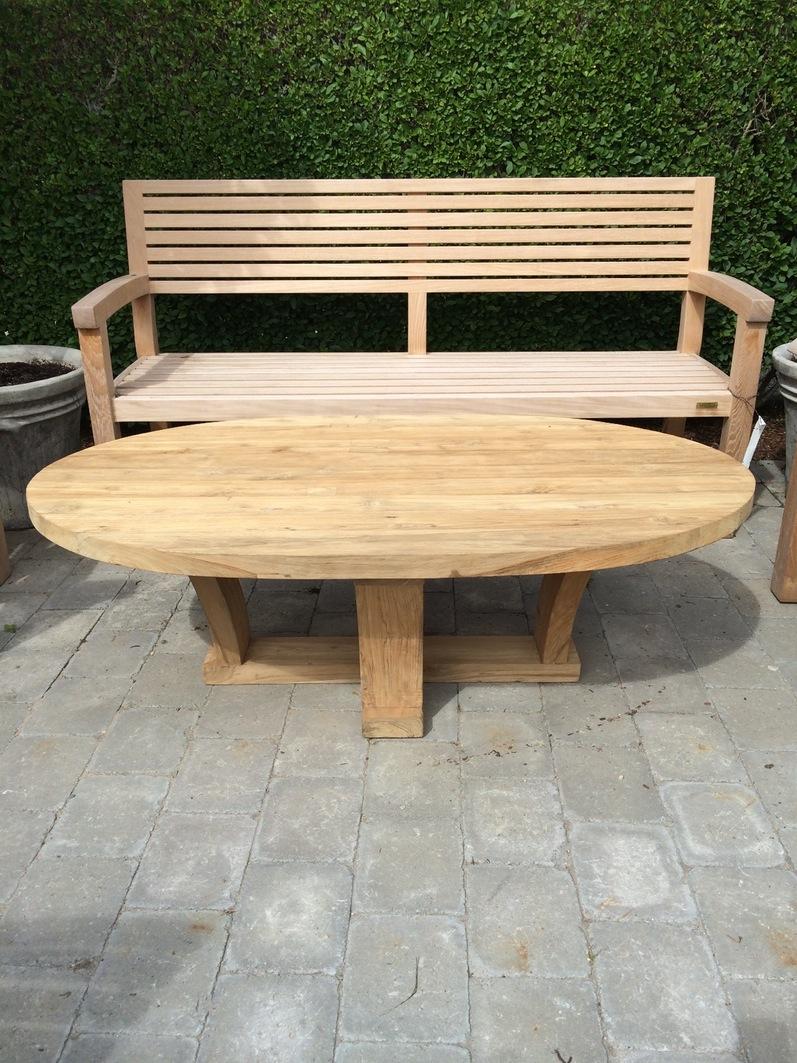 الطاولات الخشبية الحدائق