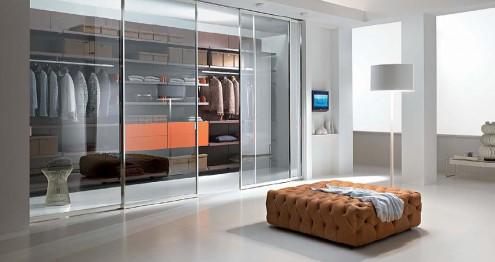 غرفة ملابس زجاجية