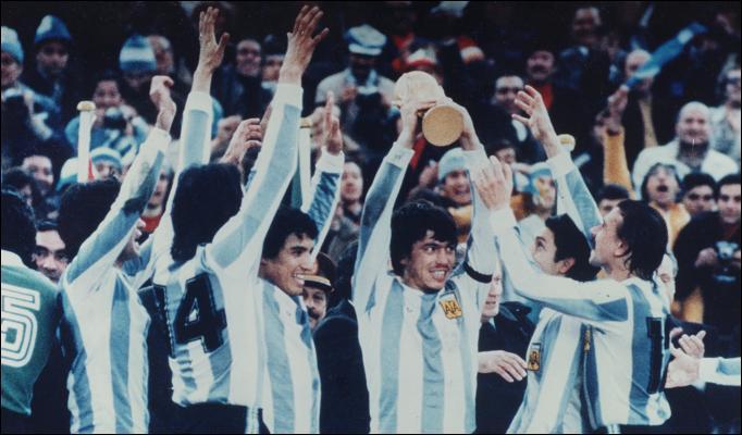 منتخب الأرجنتين عام 1978 الفائز ببطولة العالم على أرضه بعد فوزه على المنتخب الهولندي