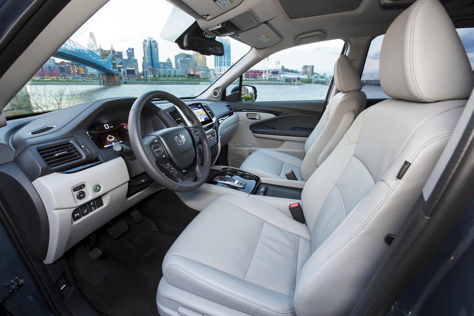 أهم التحديثات التكنولوجية التي زودت بها السيارة هوندا بايلوت موديل 2017 الجديدة :