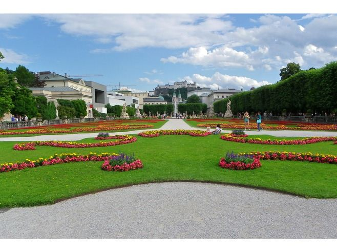 ديقة ميرابيل السياحية في سالزبورج mirabell.gardens1.jpg
