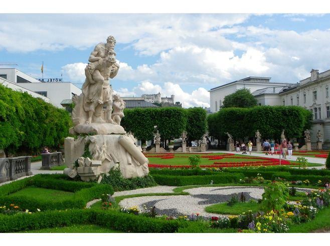 ديقة ميرابيل السياحية في سالزبورج mirabell.gardens5.jpg