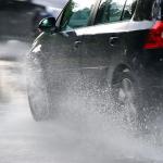 لمنع انزلاق السيارة أثناء المطر .. إليك هذه النصائح