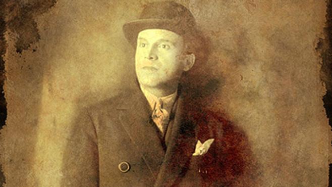 علي سامي ين مؤسس نادي غلطة سراي والذي اسسه عام 1905 وأتخذ مقره في مدينة اسطنبول
