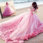 فساتين باللون الوردي