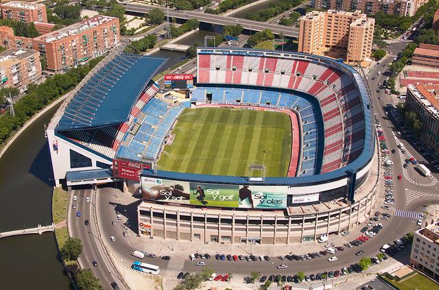 ملعب فيستي كالديرون ملعب نادي أتليتكو مدريد والذي يسع لحوالي 52 ألف متفرج وهو من أفضل الملاعب الأسبانية
