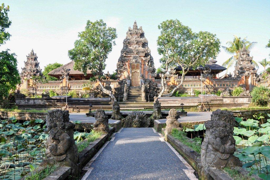 معبد Pura Taman Saraswati