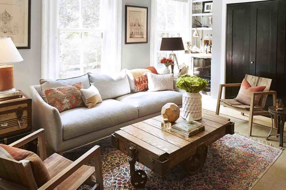 معيشة بيضاء مع خشب المرسال