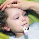 كيف تعرفي ان ارتفاع حرارة الطفل مجرد عارض او مرض يحتاج للطبيب