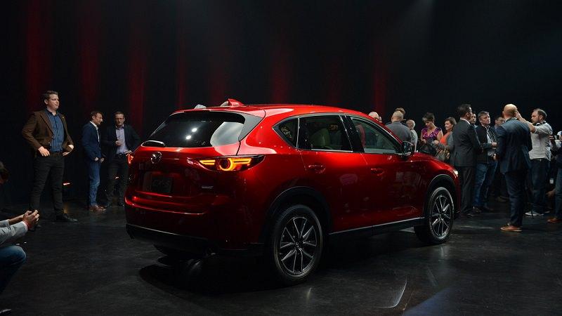 التصميم الخلفي للسيارة مازدا CX-5 موديل 2017 الجديدة