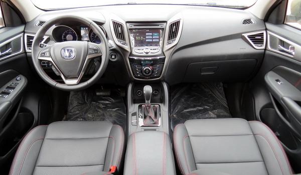 التصميم الداخلي للسيارة شانجان CS75 موديل 2017 الجديدة :