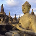 معبد بوروبودور البوذي الشهير في يوجياكارتا