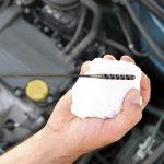 هذه الأسباب وراء انخفاض مستوى الزيت بمحرك السيارة