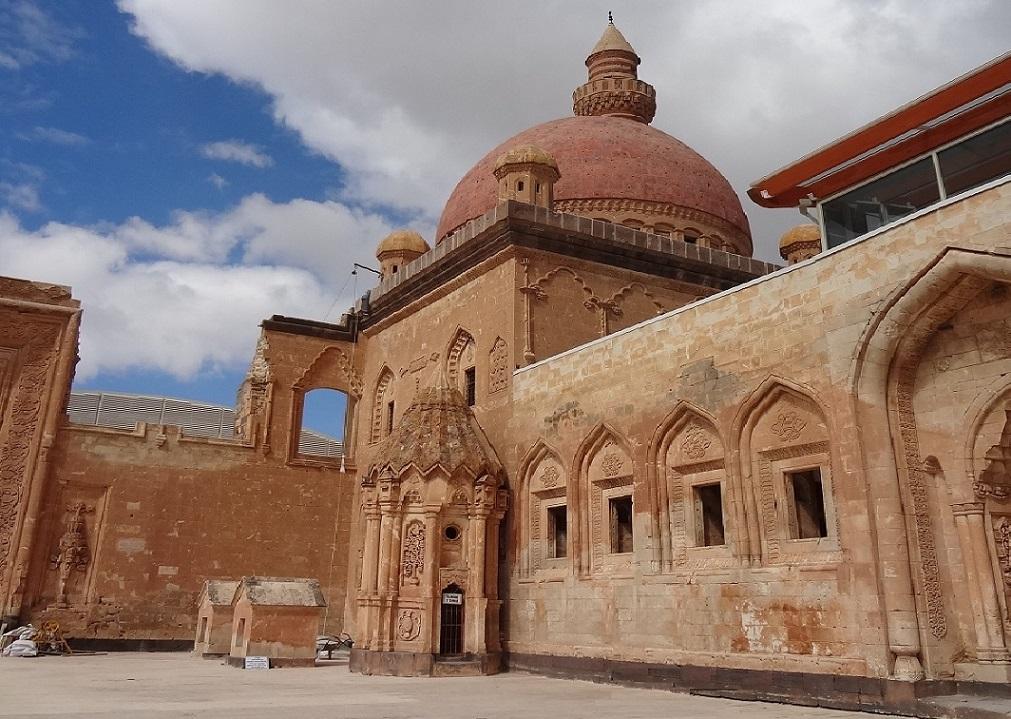 الضريح في قصر اسحاق باشا