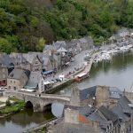 اين تقع قرية دينان الفرنسية