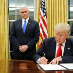 10 قرارات مثيرة للجدل للرئيس الأمريكي دونالد ترامب في 10 أيام