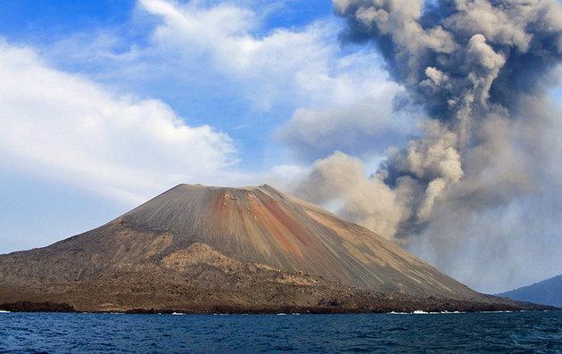 جبل Mount Krakatau