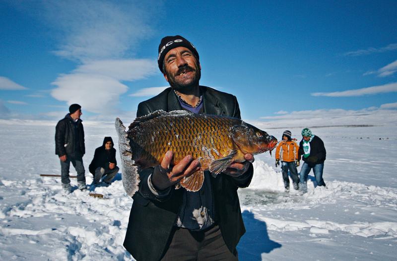 صيد الاسماك بطريقة الاسكيمو