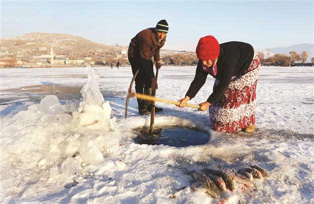 صيد الاسماك على طريقة الاسكيمو في تركيا
