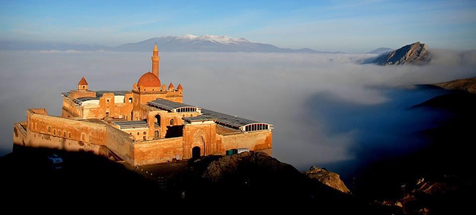 قصر اسحاق باشا في مدينة أغري