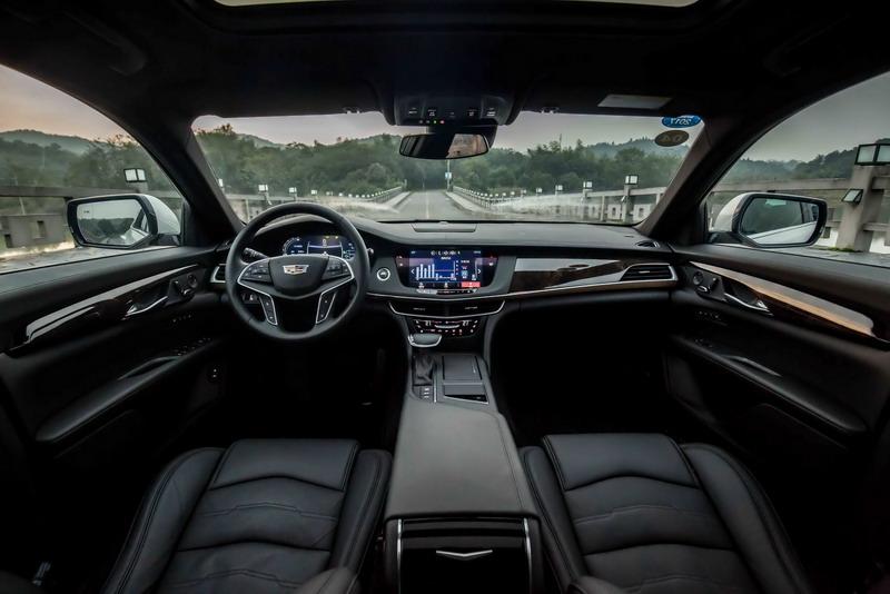 سعر السيارة كاديلاك CT6 هايبرد موديل 2017 الجديدة :