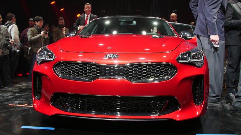 قوة المحرك والأداء للسيارة كيا ستينجر موديل 2018 الجديدة :