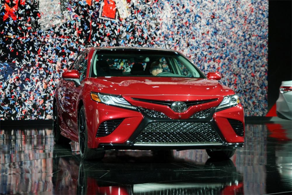 صور تويوتا كامري 2018 .. جيل جديد مختلف كليا 2017 video Interface-Toyota-Cam
