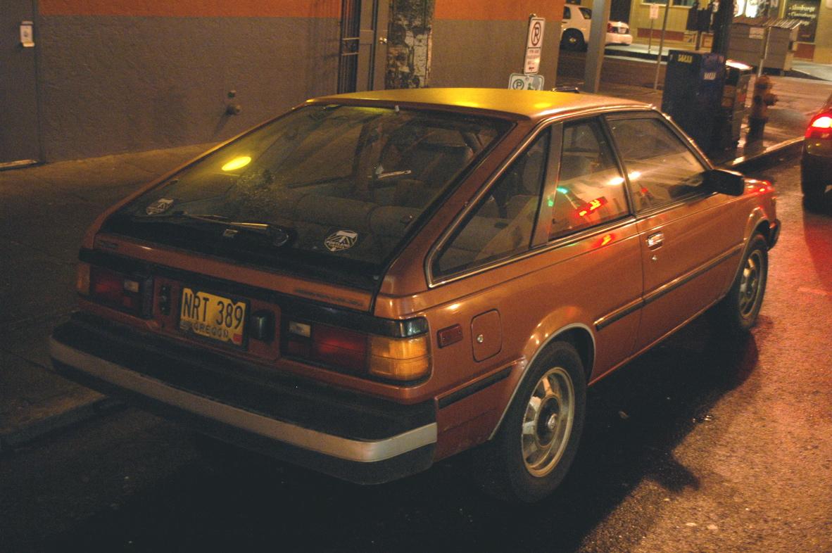 التصميم الخلفي للسيارة نيسان سنترا 1982