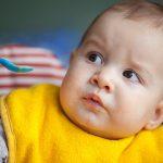 10 أطعمة يجب تجنب تقديمها لطفلك الرضيع