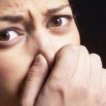 أسباب رائحة البراز الكريهة