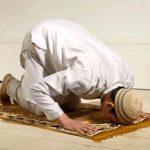 حكم عدم أداء الصلاة في وقتها بسبب العمل