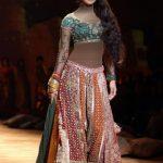 أزياء من تصميم مصممة الأزياء الهندية ريتو كومار (Ritu Kumar)