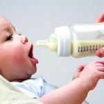 طرق حفظ الحليب الطبيعي والصناعي للطفل