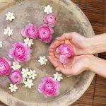 طرق استخدام ماء الورد لجمال الجسم والبشرة