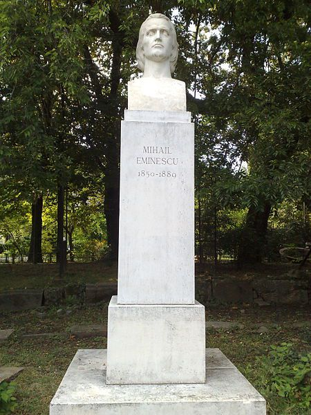 حديقة تشميجيو Statue-of-Mihai-Emin