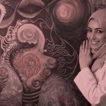 أحلام المشهدي فنانة تشكيلة وتعمل بالعلاج الفيزيائي