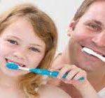 أخطاء تحدث عند غسل وتنظيف الأسنان