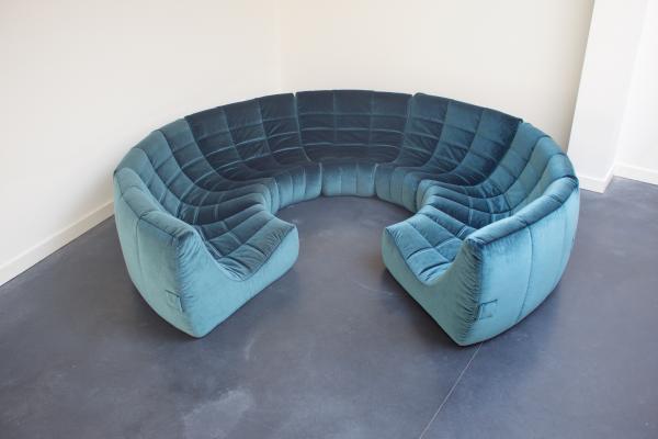 اريكة قطيفة