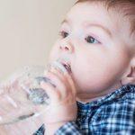 هل المياه المعدنية آمنة على الأطفال ؟
