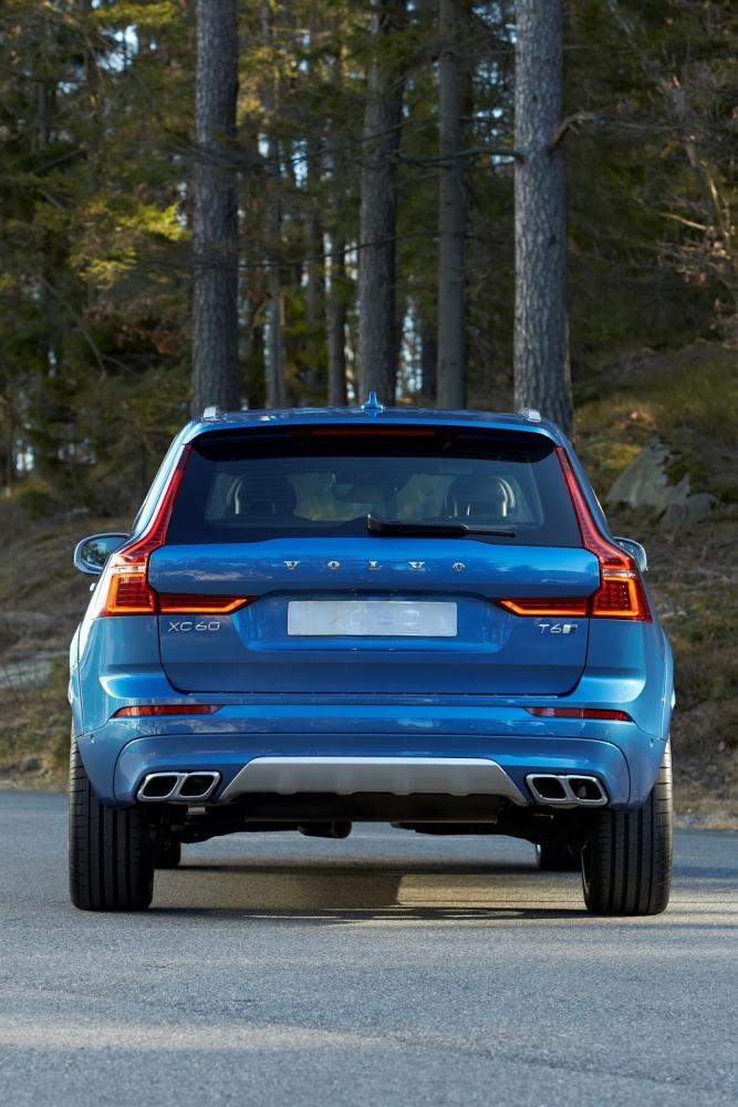التصميم الخلفي للسيارة فولفو XC60 2018