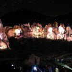 عروض تجذب السياح في مداخن الجن في كابادوكيا الأثرية