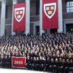 الفرق بين كلية هارفارد وجامعة هارفارد
