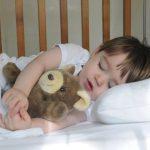 شاشات الهواتف والآي باد تقلل ساعات النوم لدى الأطفال
