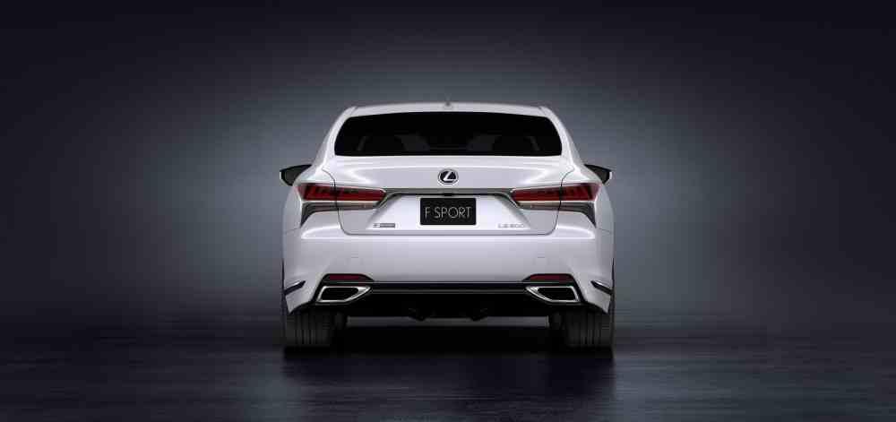 التصميم الخلفي للسيارة لكزس LS F-Sport 2018