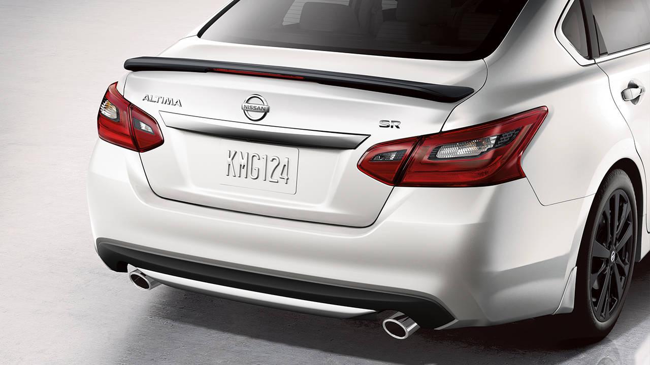 التصميم الخلفي للسيارة نيسان التيما 2017