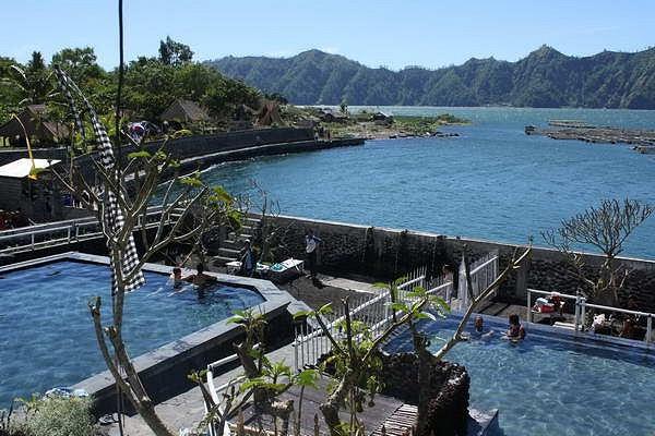 الينابيع الساخنة لإستعادة العافية اندونيسيا