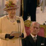 الصلاحيات التي يعطيها الدستور البريطاني للملكة اليزابيث الثانية