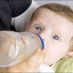 أفضل العصائر الطبيعية للأطفال الرضع