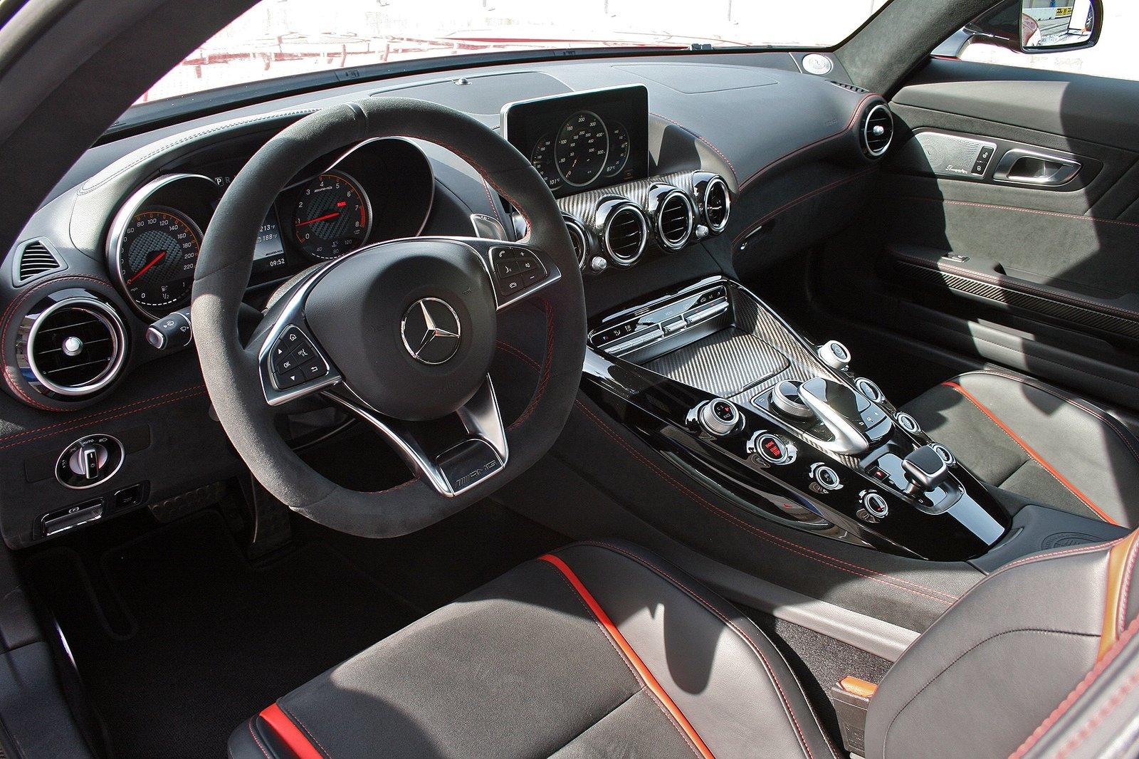 داخلية مرسيدس AMG GT S 2017